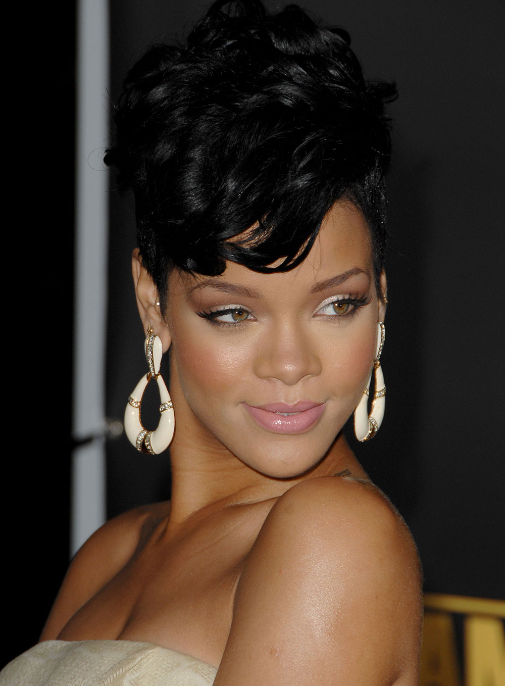 Rihanna makeup at 2008 American Music Awards