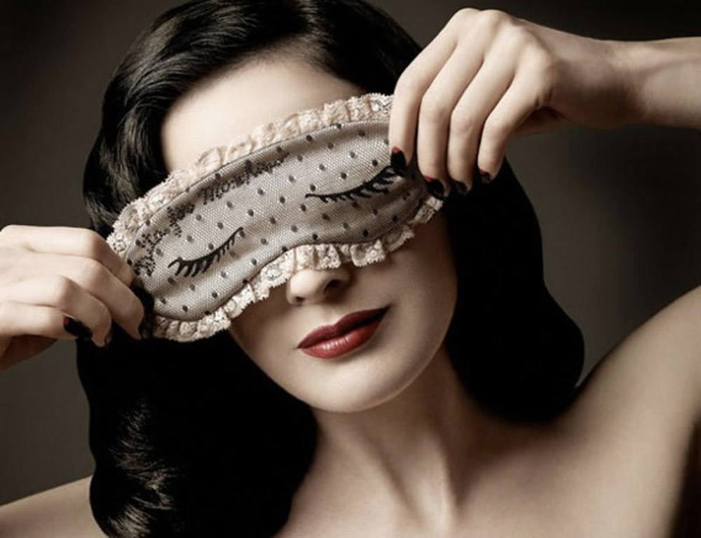 dita-von-teese-for-moschino-eye-mask