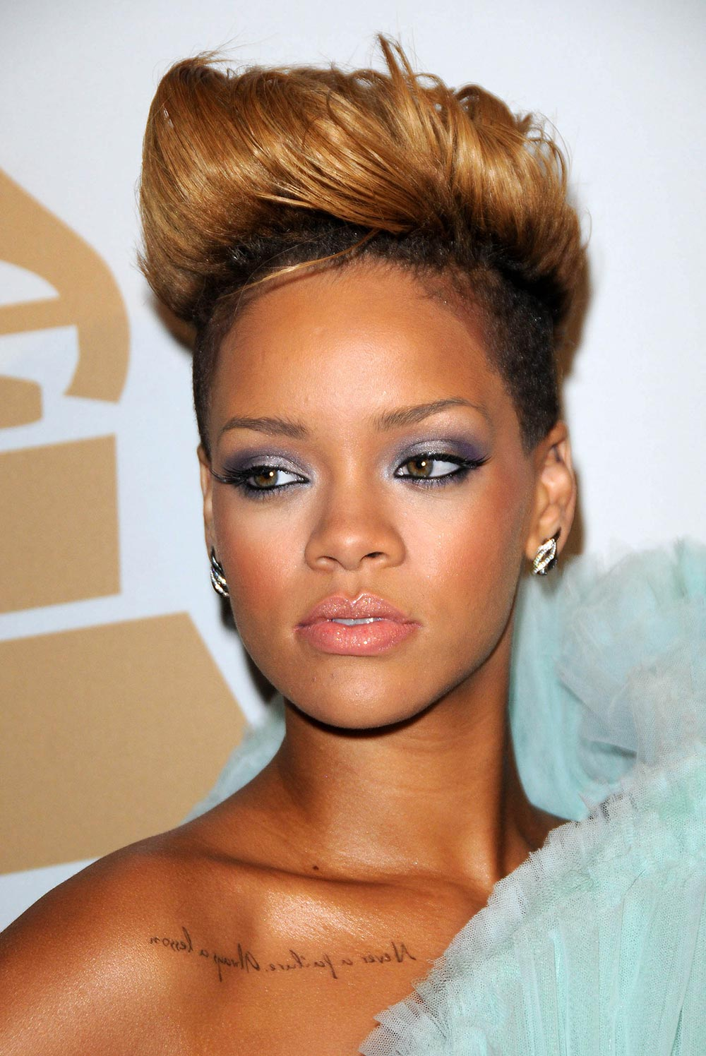 rihanna-makeup-2010-clive-davis-pre grammys-party