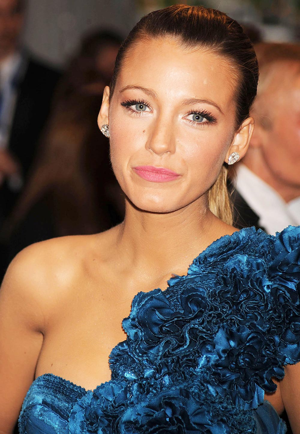 blake lively red dress makeup - photo #29