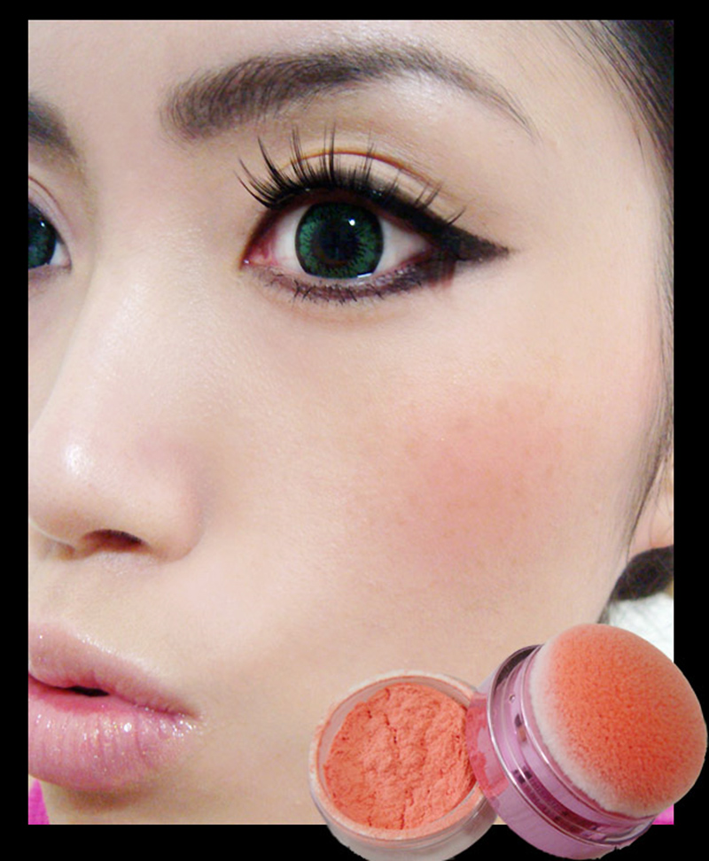 wearing-lioele-blooming-cushion-touch-blusher-cutie-peach