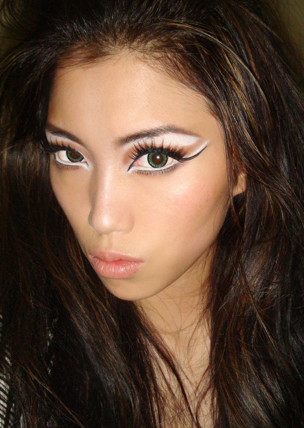 halloween-makeup-look-cat-eyes
