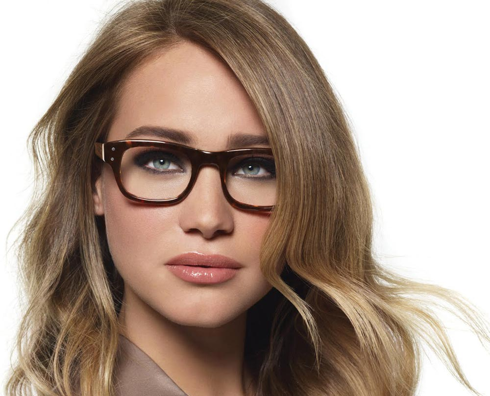 bobbi-brown-makeup-tips-wearing-glasses