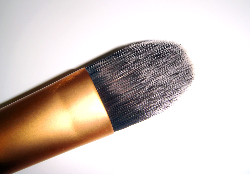 Real Techniques by Samantha Chapman Foundation Brush