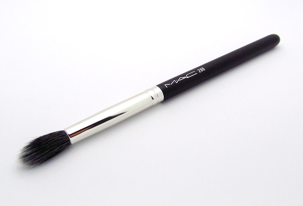 mac-286-duo-fibre-tapered-blending-brush-review