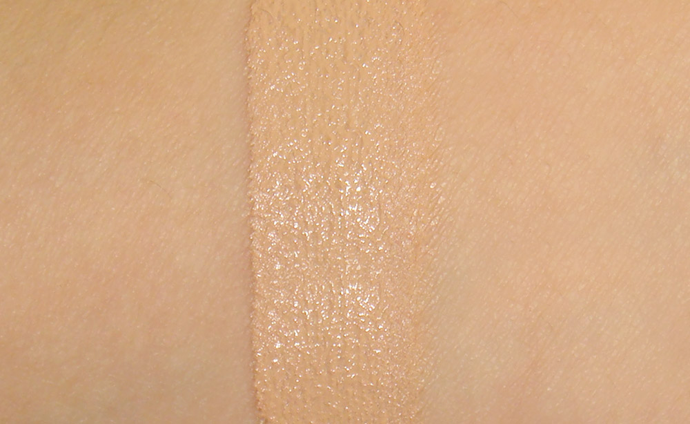 CoverGirl &#038; Olay Tone Rehab 2-In-1 Foundation in Natural Beige Swatch