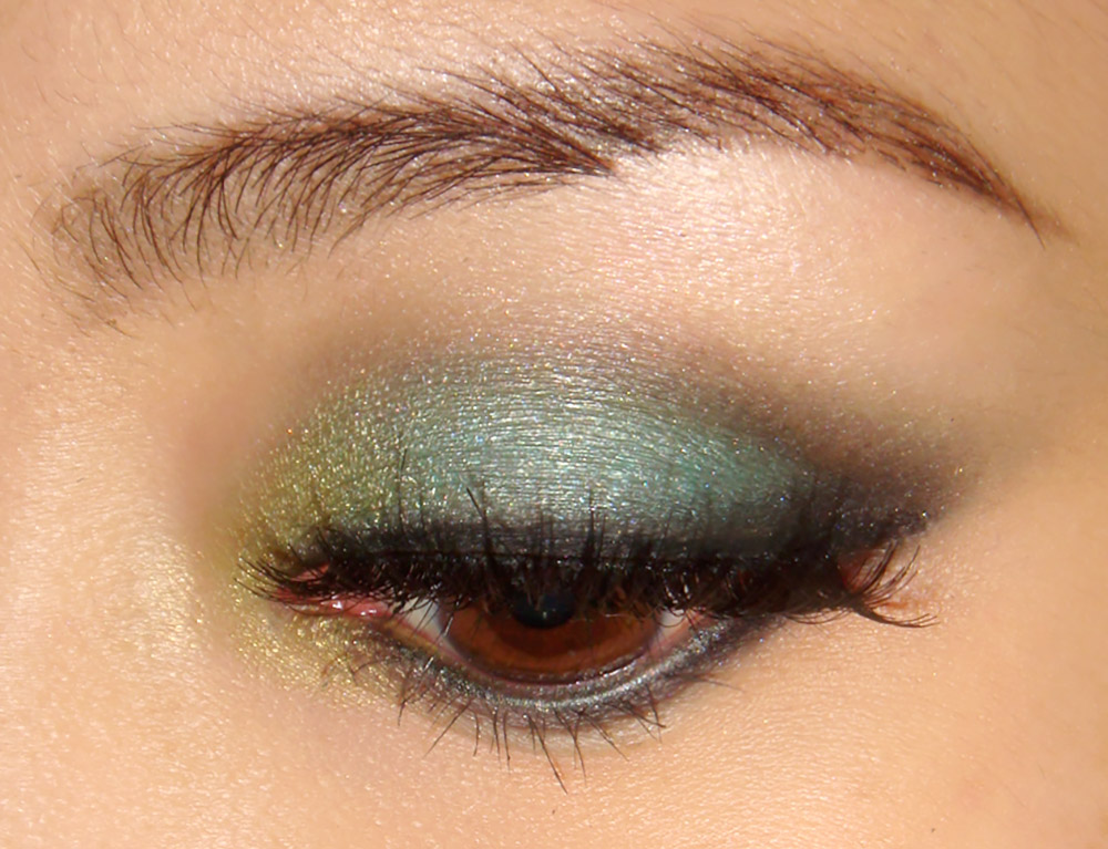 Turquoise green smoky eye makeup tutorial