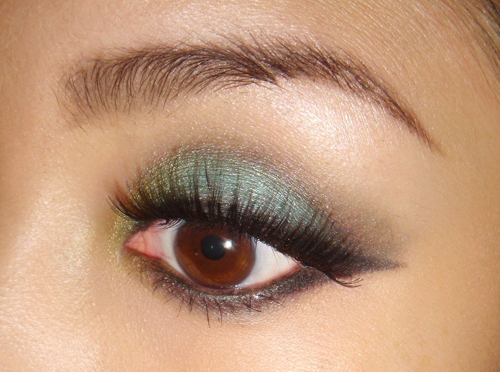 Turquoise Smoky Eye Makeup