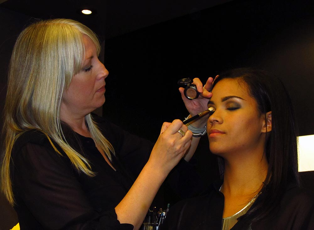 MAC Senior Artist Melissa Gibson doing a 20s smoky eye makeup demo