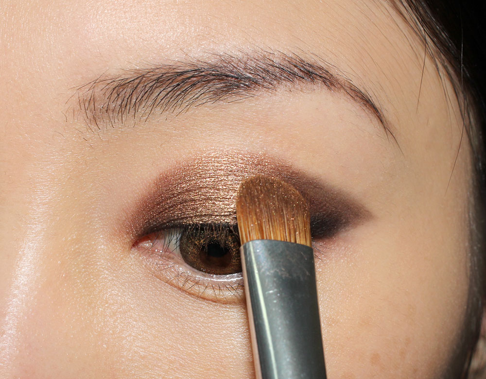 Anastasia Glow Eyeshadow from She Wears It Well Eyeshadow Palette on eyelid