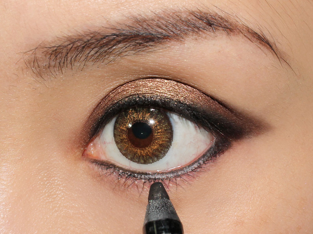 Covergirl Vivid Impact Eyeliner Midnight on lashline