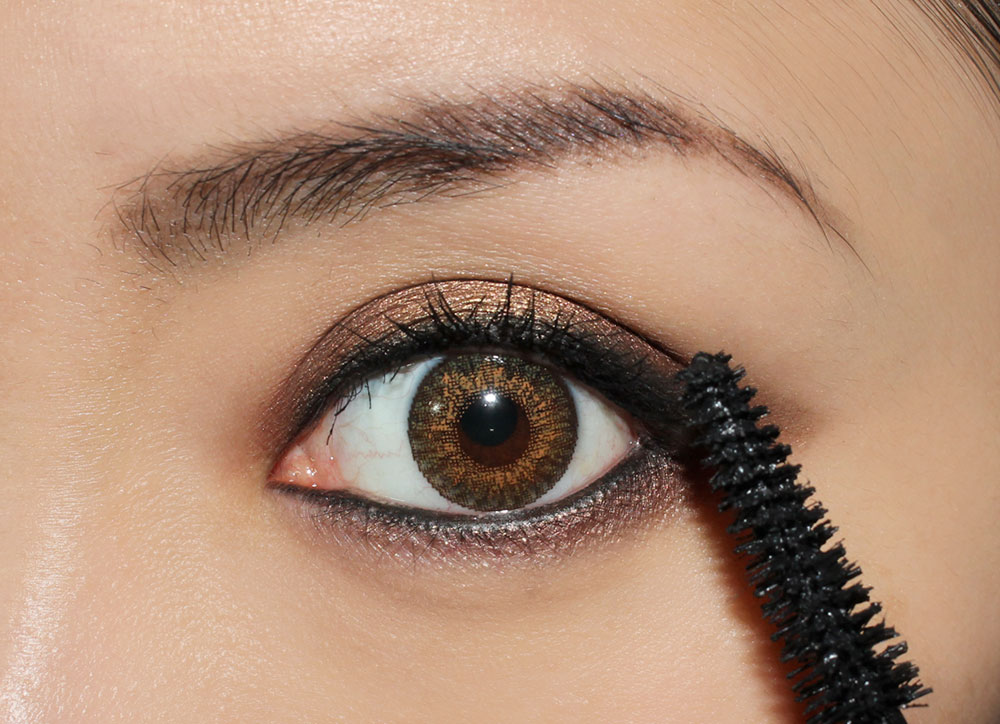 Smoky Eye & Nude Lip Makeup Tutorial step 9 false lashes