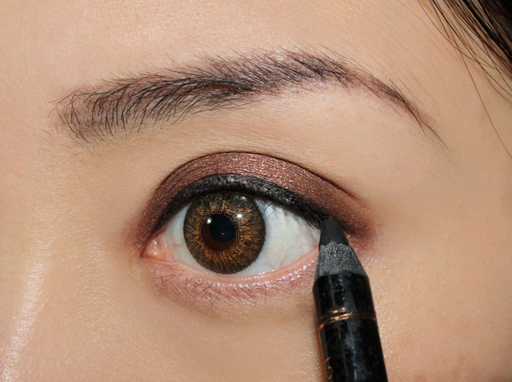 Smoky Eye & Nude Lip Makeup Tutorial eyeliner