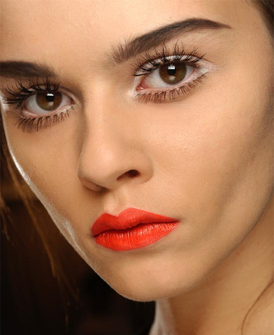 60s-makeup-orange-lipstick-moschino-spring-2013