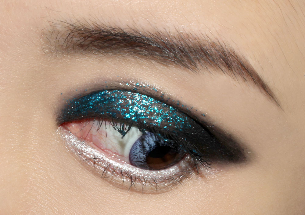 Teal Rock 'n Roll Glitter Eye Makeup