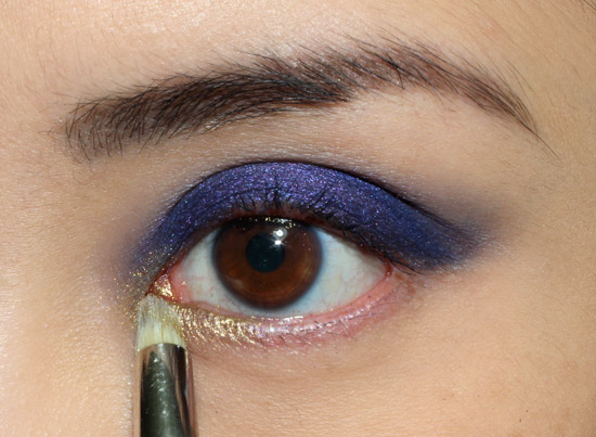 Applying Blitz eyeshadow from Urban Decay The Vice Palette
