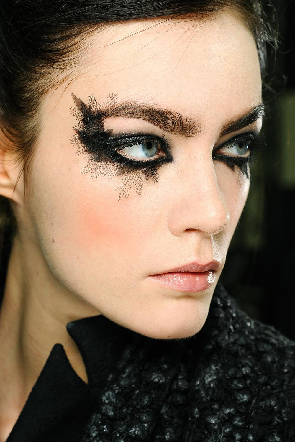Chanel Makeup Brushes New Design: Runway Beauty: Gothic Smudgy Eye At Chanel Spring 2013
