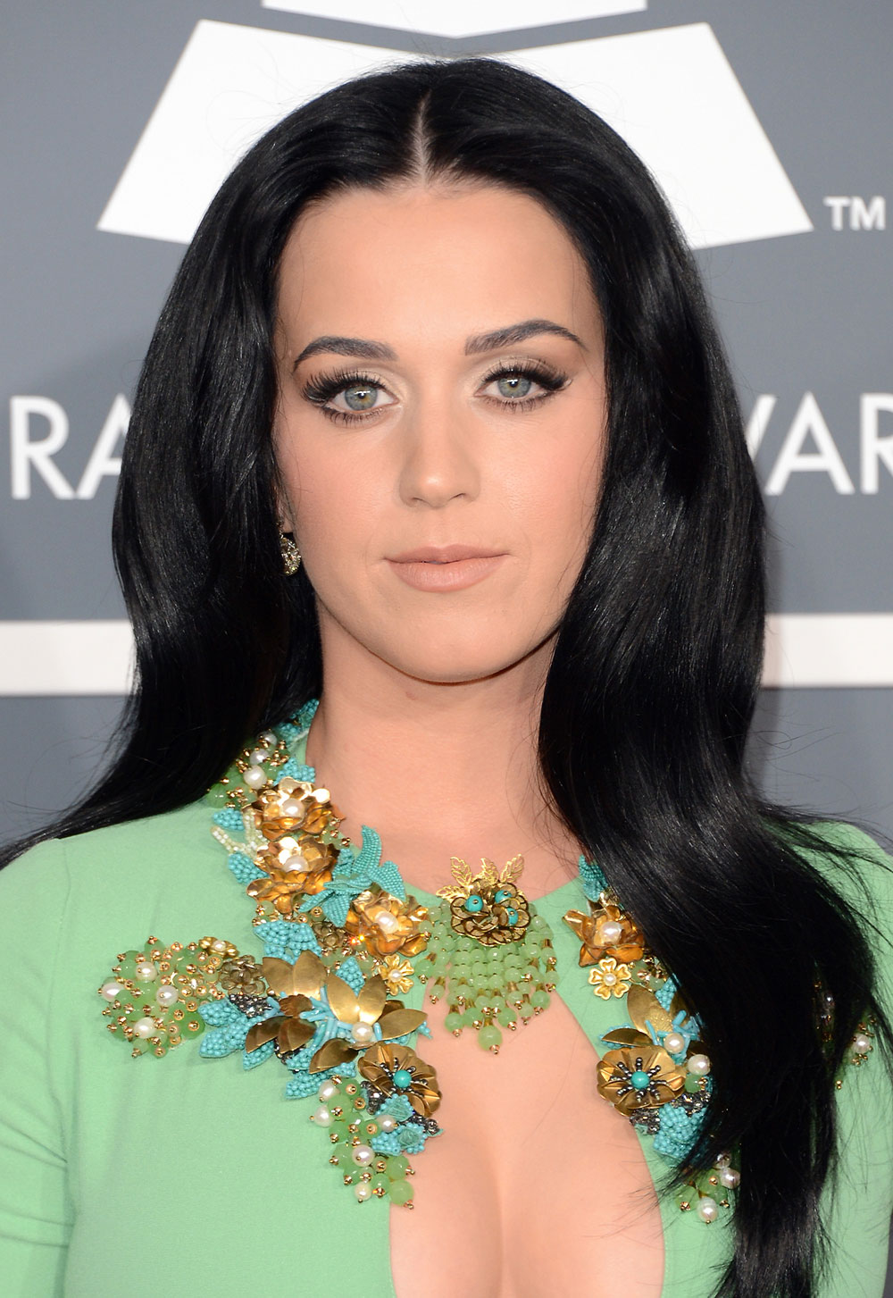 Katy Perry's Hair and Makeup at 2013 Grammy Awards