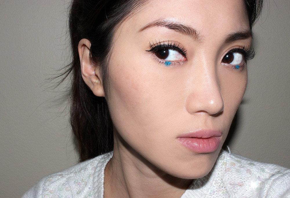 FOTD with a dot of blue eyeliner on lower eye