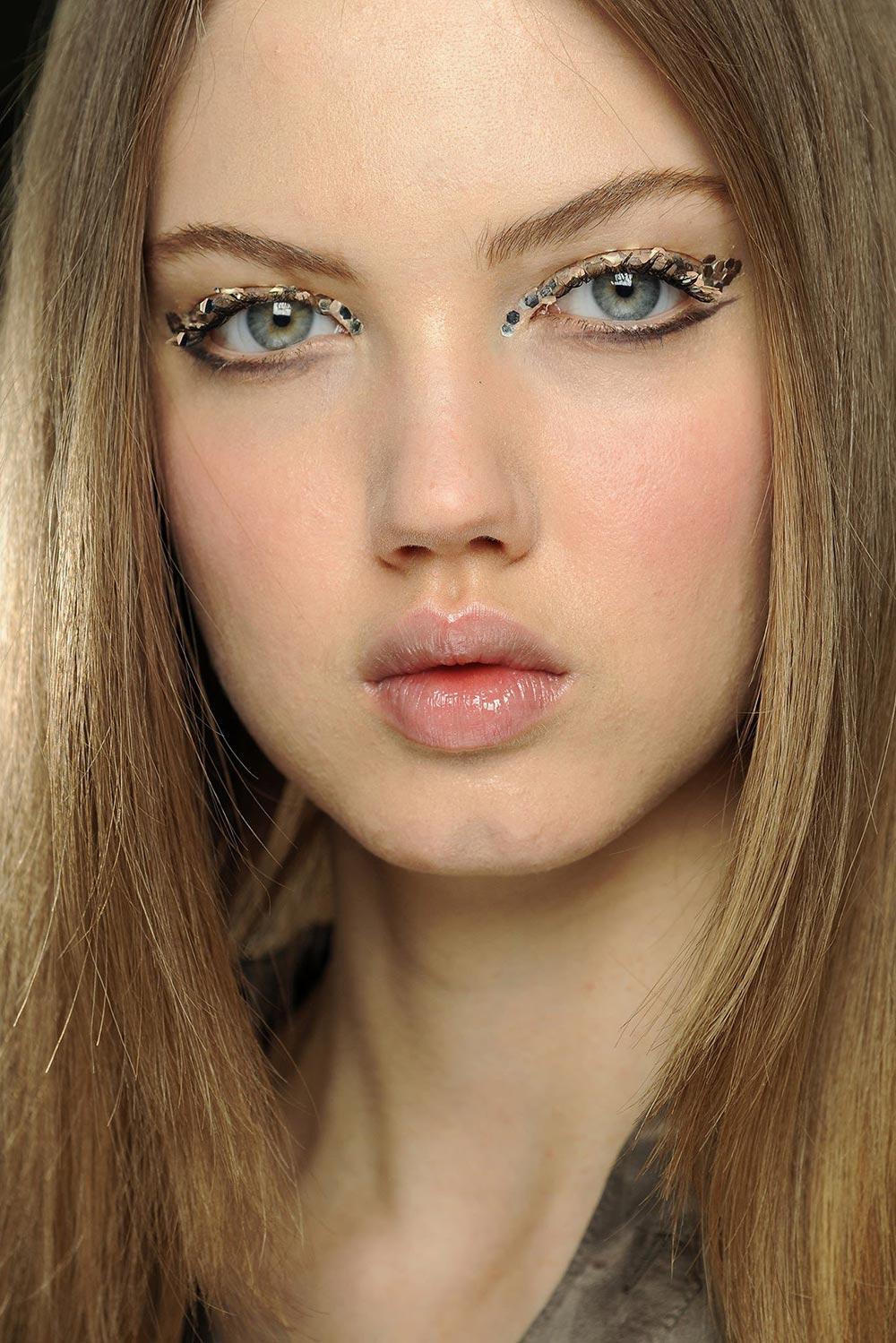 Chanel Makeup Brushes: Runway Beauty: 3D Silver Eye Makeup At Chanel Fall 2013