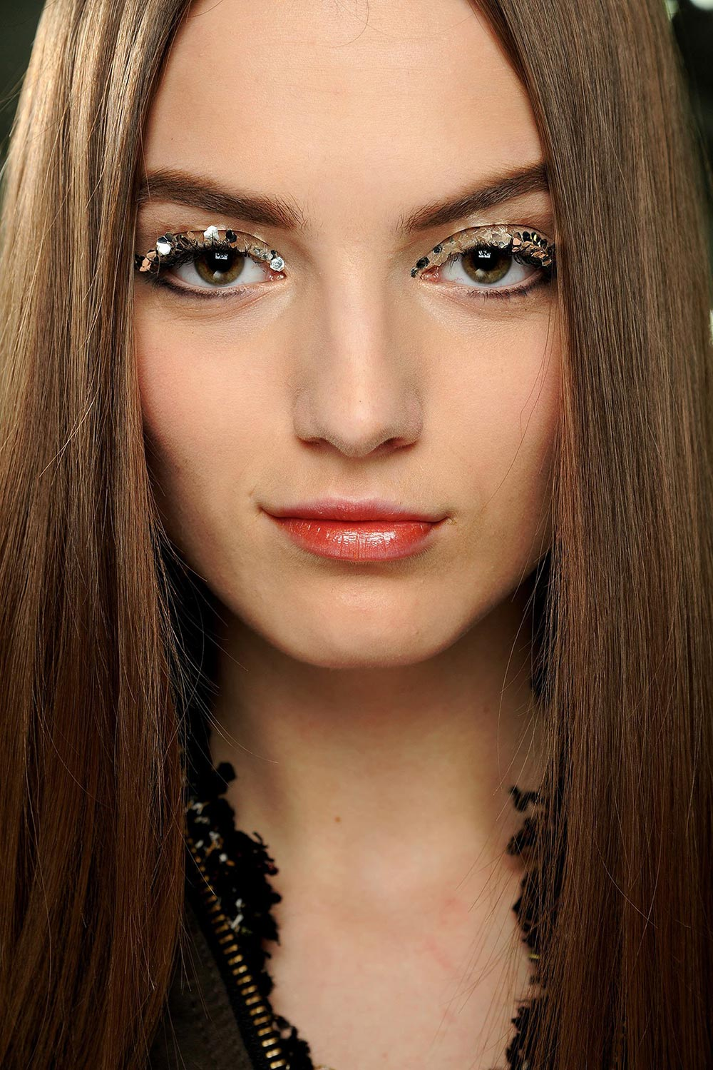 Silver glitter eye at Chanel Fall 2013