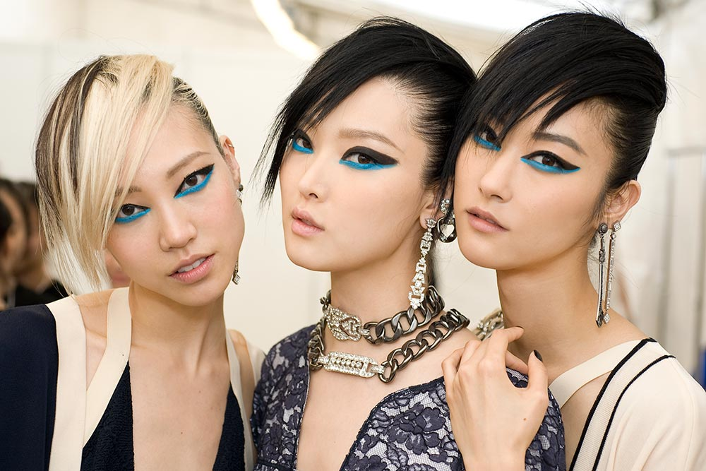 Graphic blue eye makeup at Chanel 2014 Resort show