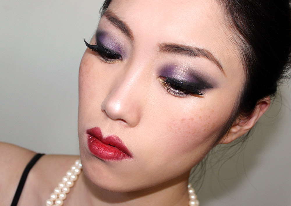 '20s inspired smoky eye with red bow lips
