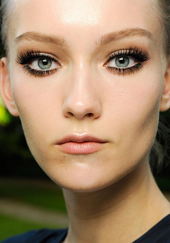 smoky-eyes-false-lashes-atelier-versace-fall-2013-couture
