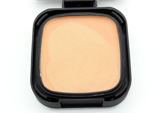 Closeup NARS Radiant Cream Compact Foundation in Fiji