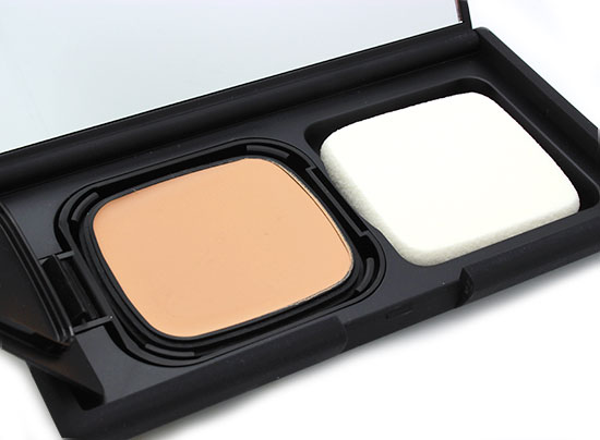 NARS Radiant Cream Compact Foundation in Fiji