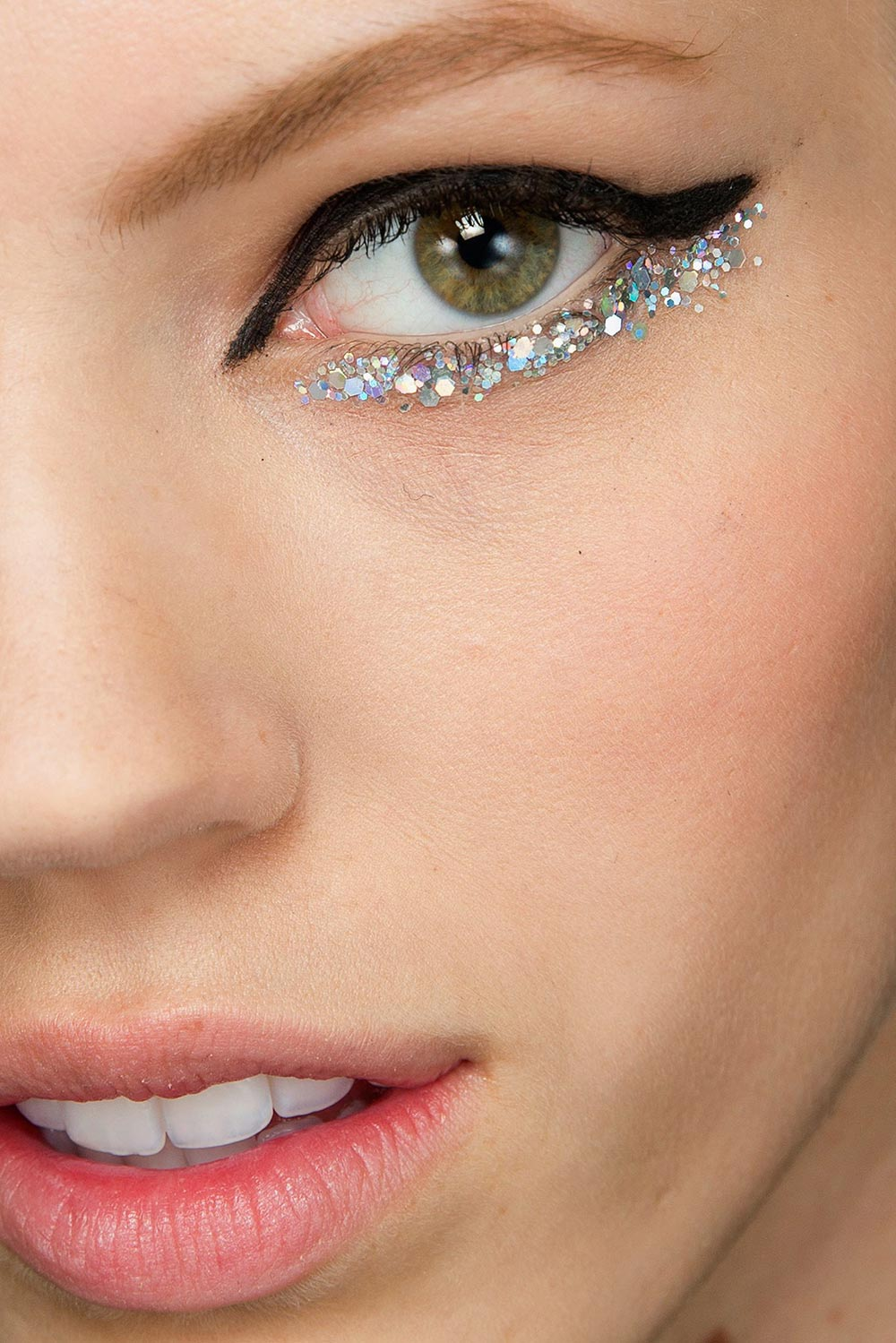 Glitter eyeliner at Chanel Spring 2014 Couture