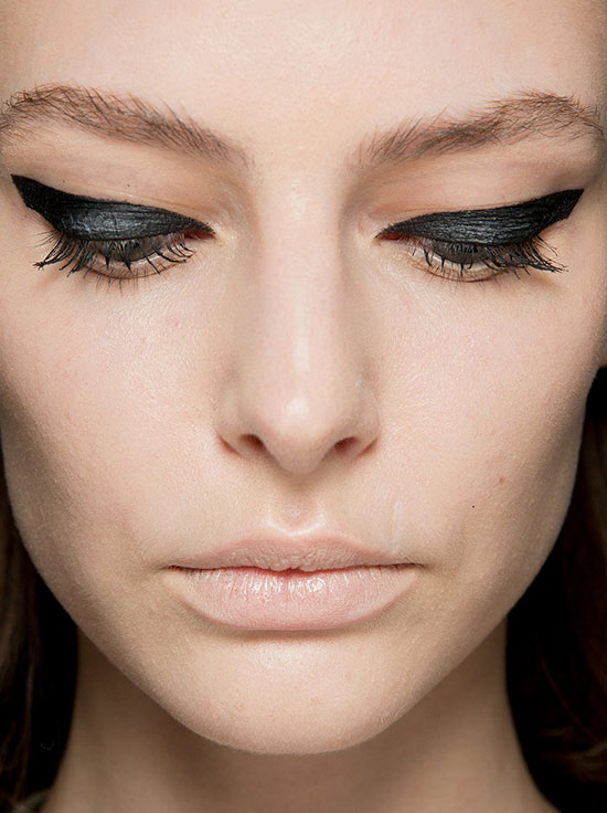 Graphic Eyeliner at Giambattista Valli Spring 2014 Couture