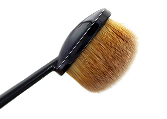 Closeup of MAC Masterclass Oval 3 Brush