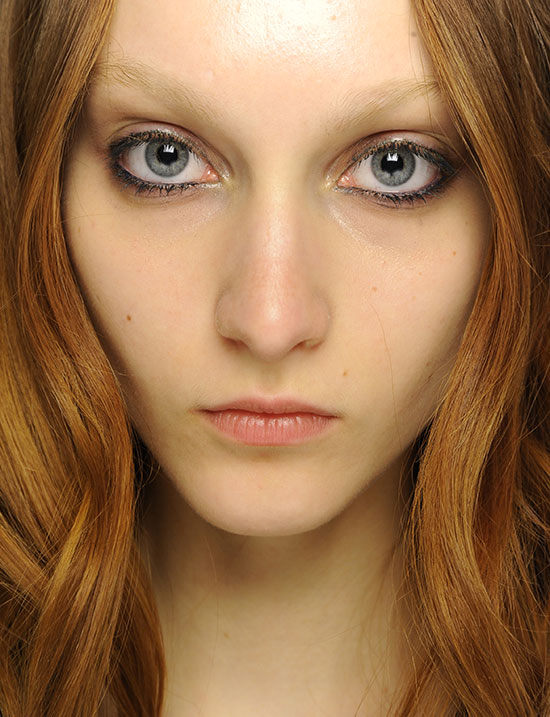 Smudgy eye makeup at Jill Stuart A/W '14