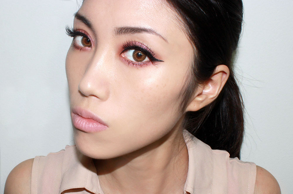 Wearing Laneige Snow BB Soothing Cushion Foundation in 21 Natural Beige