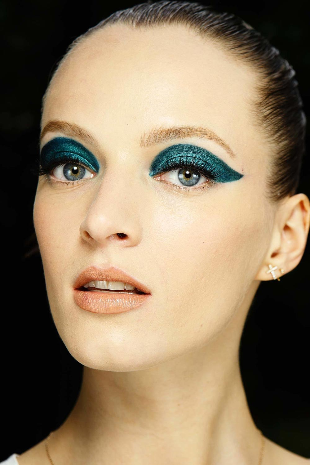 Two-toned Teal Cat Eye at Atelier Versace Fall 2014 Couture