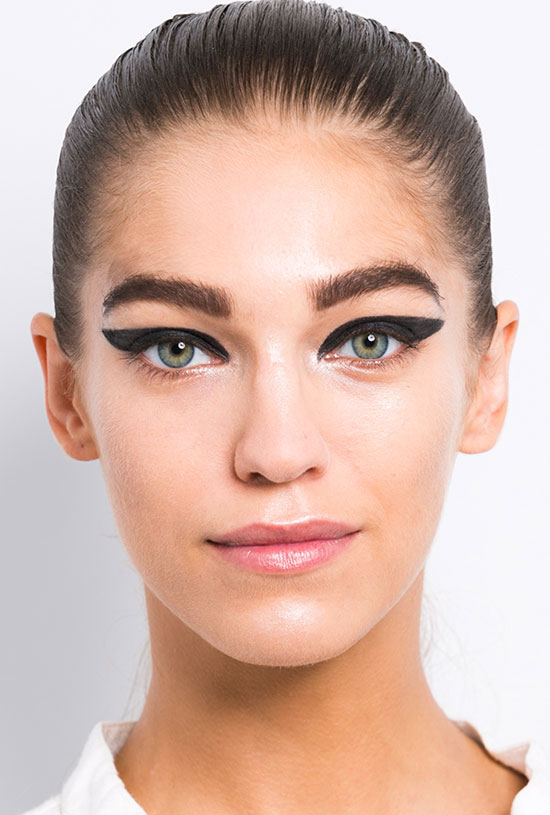 Graphic eye makeup at Cushnie et Ochs Spring/Summer 2015