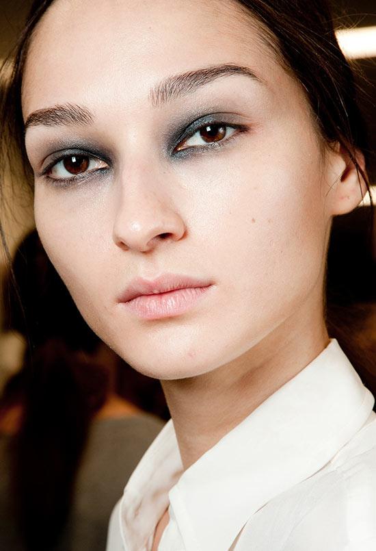 Smoky eye makeup at Giles Spring/Summer 2015