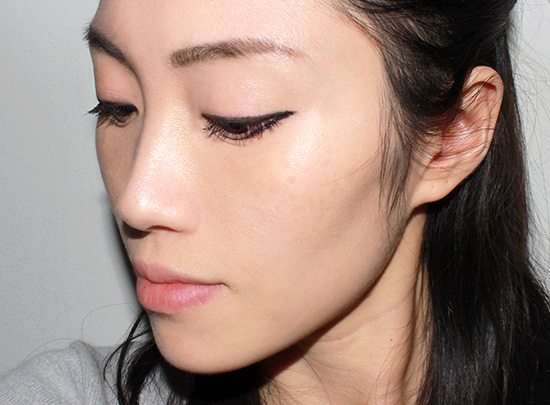 Wearing Sulwhasoo Evenfair Perfecting Cushion in No. 25 Deep Beige