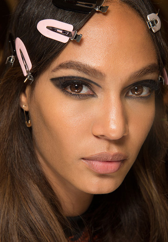 Dramatic cat eye at Atelier Versace Spring 2015 Couture