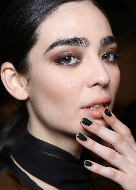 Brown smoky eyes at Nicole Miller A/W 2015