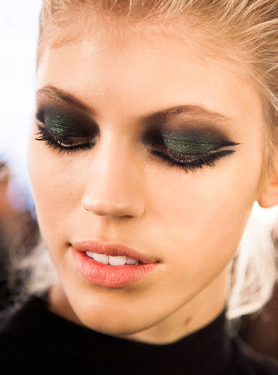 Graphic smoky eye makeup at Cushnie et Ochs A/W 2015