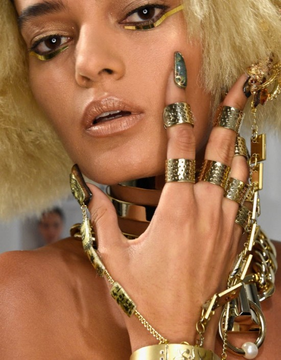 3d-nail-art-the-blonds-ss-2016-by-cnd