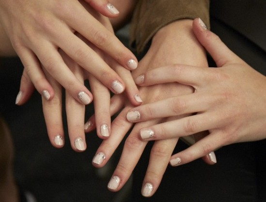 romantic-manicure-naeem-khan-ss-2016