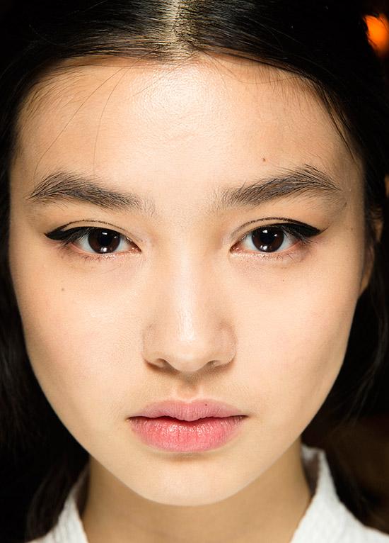 graphic-eyeliner-oscar-de-le-renta-aw-2016