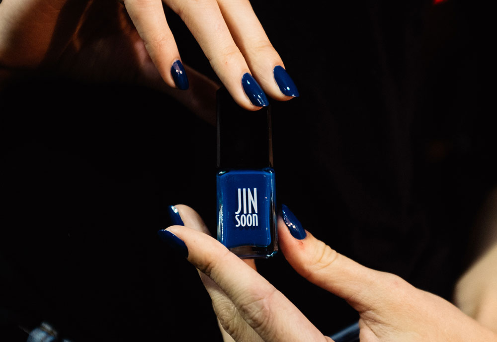 dark-blue-nails-dkny-spring-2017