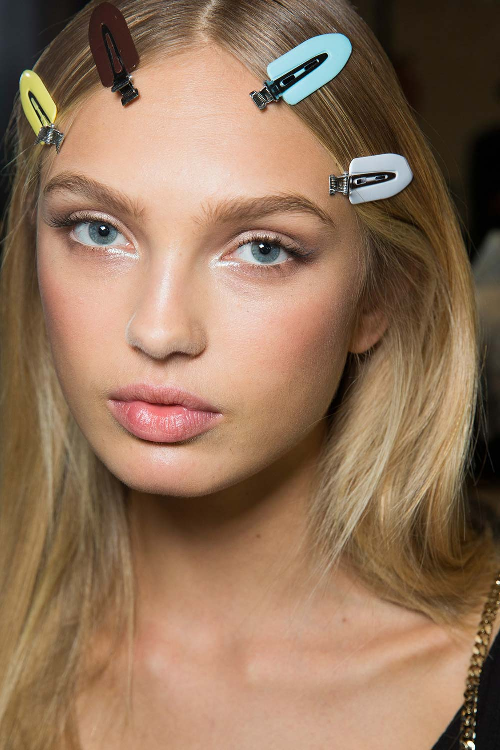 versace-spring-2017-runway-beauty