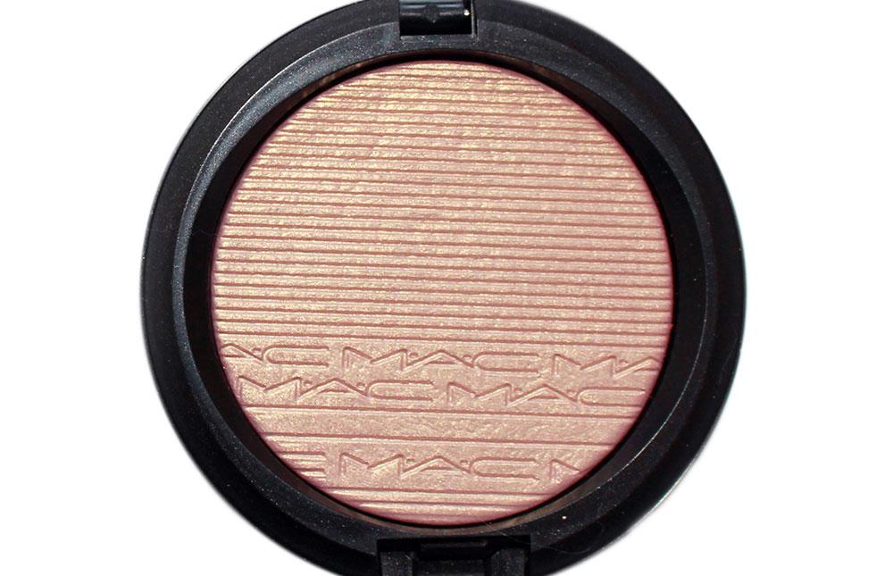 MAC Beaming Blush Extra Dimension Skinfinish closeup