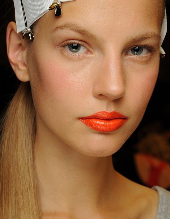 DKNY макияж губ весна 2014 - оранжевые губы